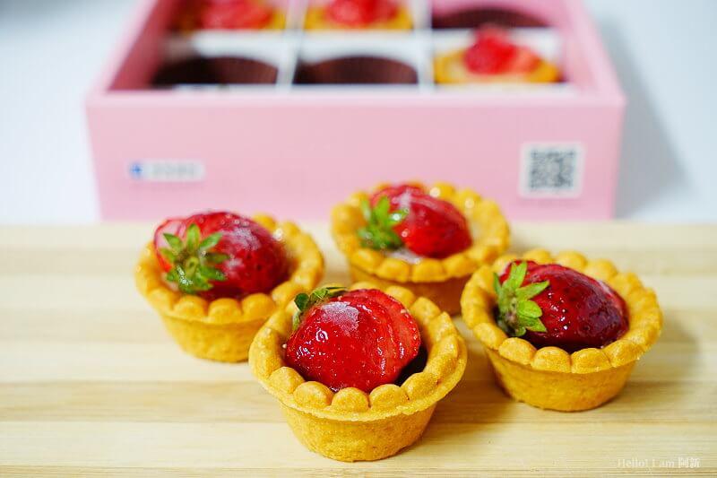 DSC01215 - 熱血採訪│卷卷蛋糕,宅配美食來囉!直擊卷卷蛋糕製作外,更有戚風蛋糕、Kinfolk綜合塔禮盒、艾黛許珍寶禮盒及季節限定:草莓塔~~