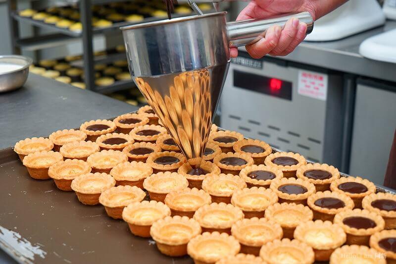 DSC08803 - 熱血採訪│卷卷蛋糕,宅配美食來囉!直擊卷卷蛋糕製作外,更有戚風蛋糕、Kinfolk綜合塔禮盒、艾黛許珍寶禮盒及季節限定:草莓塔~~