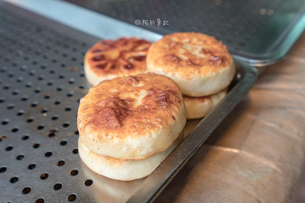 DSC07792 - 青島尹蔥油餅餡餅|下午限定的傳統美味,餡餅飽滿內餡,小心肉汁噴出~