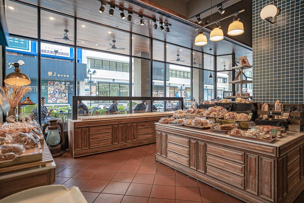 DSC09874 - 卡啡那大墩店|寬敞空間、舒適環境,這間台中咖啡館人潮實在有夠誇張的多,假日一位難求...