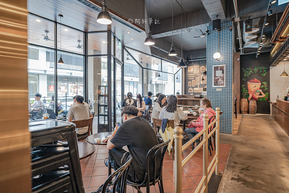 DSC09889 - 卡啡那大墩店|寬敞空間、舒適環境,這間台中咖啡館人潮實在有夠誇張的多,假日一位難求...