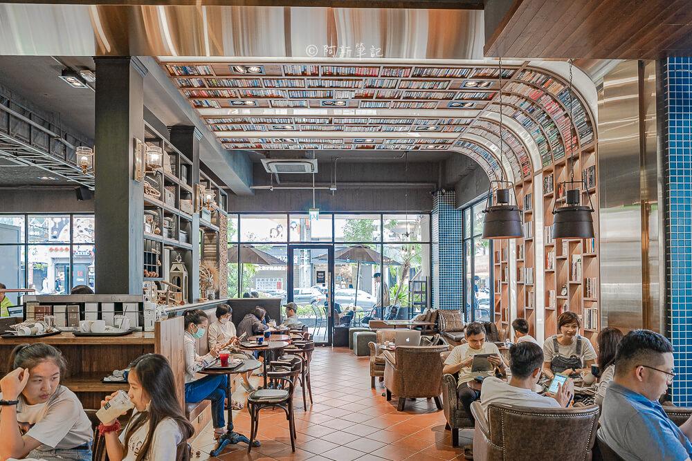 DSC09893 - 卡啡那大墩店|寬敞空間、舒適環境,這間台中咖啡館人潮實在有夠誇張的多,假日一位難求...