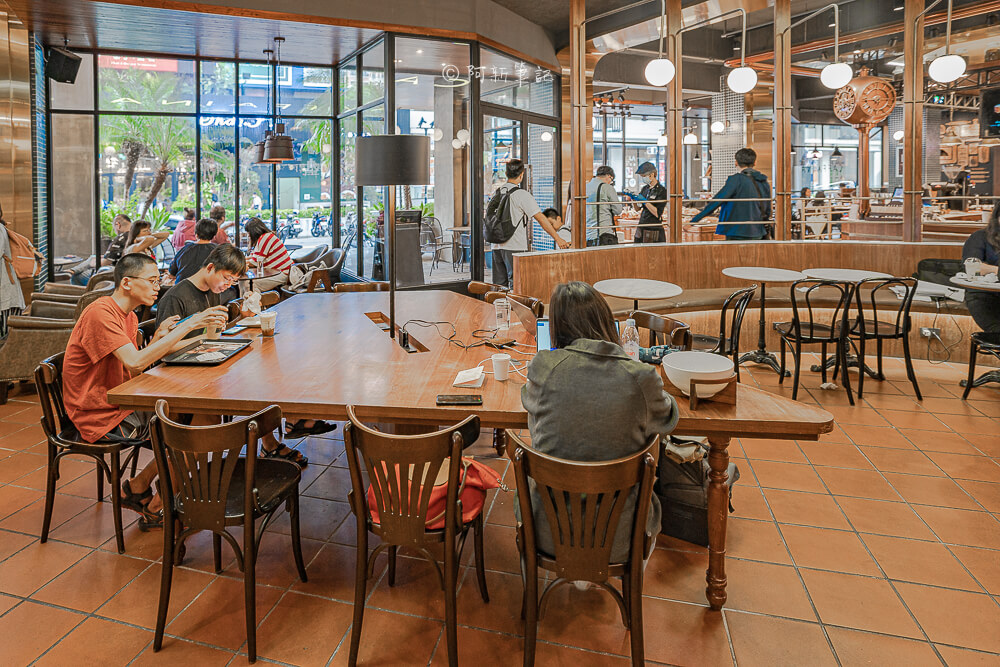 DSC09898 - 卡啡那大墩店|寬敞空間、舒適環境,這間台中咖啡館人潮實在有夠誇張的多,假日一位難求...