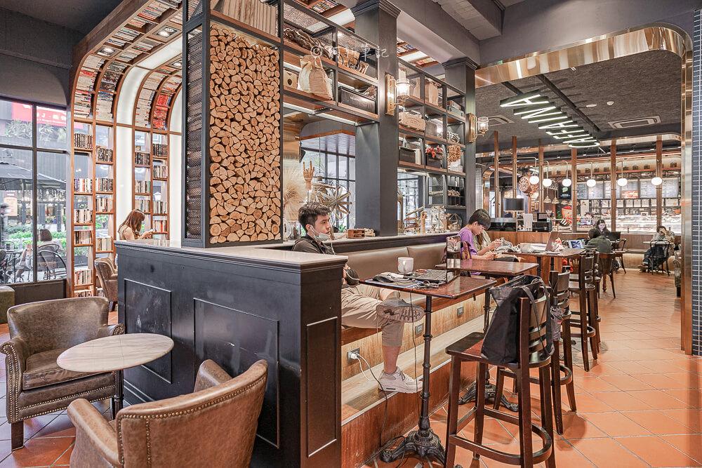 DSC09904 - 卡啡那大墩店|寬敞空間、舒適環境,這間台中咖啡館人潮實在有夠誇張的多,假日一位難求...