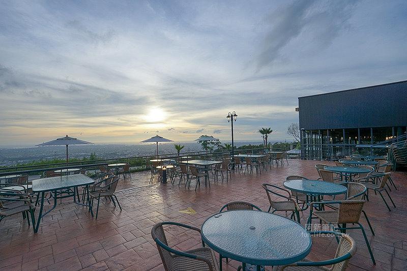 DSC03516 - 【熱血採訪】望景咖啡|台中夜景咖啡館,從夕陽看到夜景,室內、戶外座位多又寬廣,餐點多又豐富,推薦情侶、聯誼活動阿~