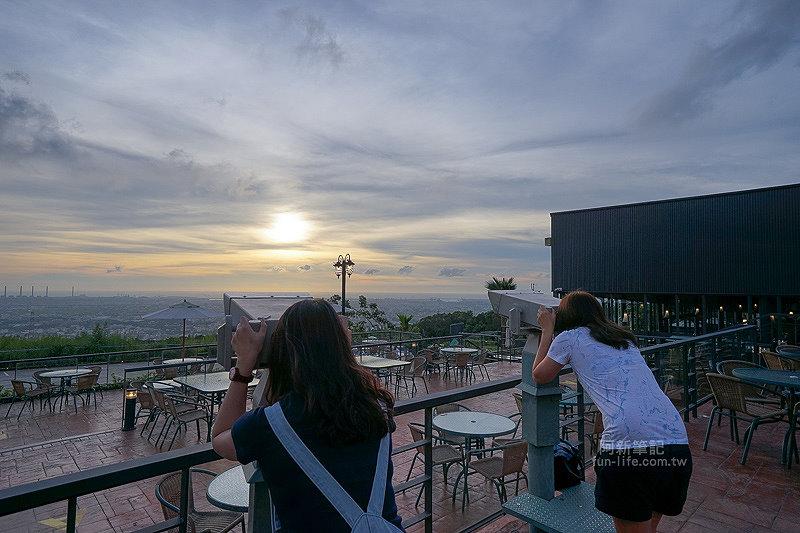 DSC03517 - 【熱血採訪】望景咖啡|台中夜景咖啡館,從夕陽看到夜景,室內、戶外座位多又寬廣,餐點多又豐富,推薦情侶、聯誼活動阿~