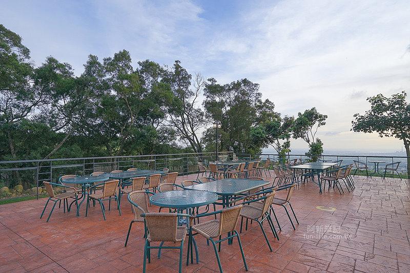 DSC03522 - 【熱血採訪】望景咖啡|台中夜景咖啡館,從夕陽看到夜景,室內、戶外座位多又寬廣,餐點多又豐富,推薦情侶、聯誼活動阿~