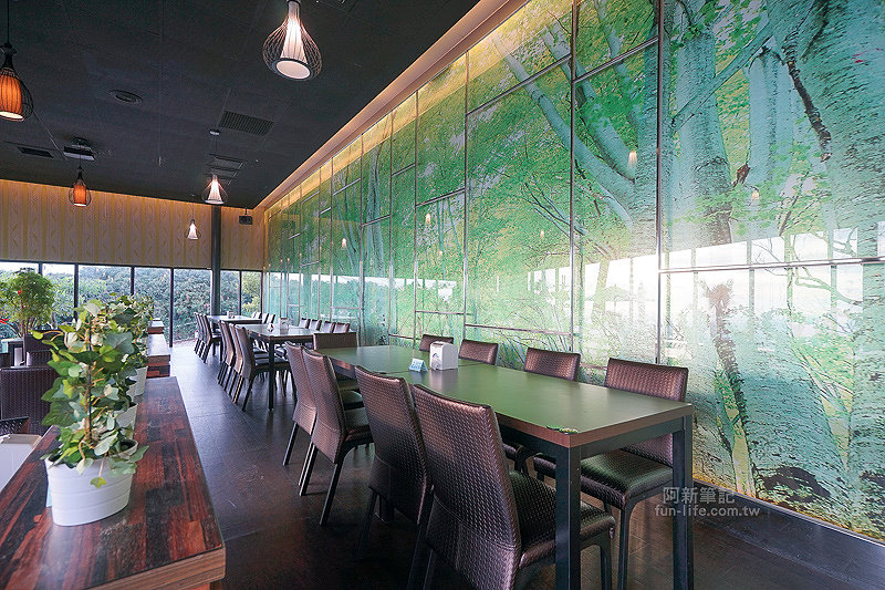 DSC03543 - 【熱血採訪】望景咖啡|台中夜景咖啡館,從夕陽看到夜景,室內、戶外座位多又寬廣,餐點多又豐富,推薦情侶、聯誼活動阿~