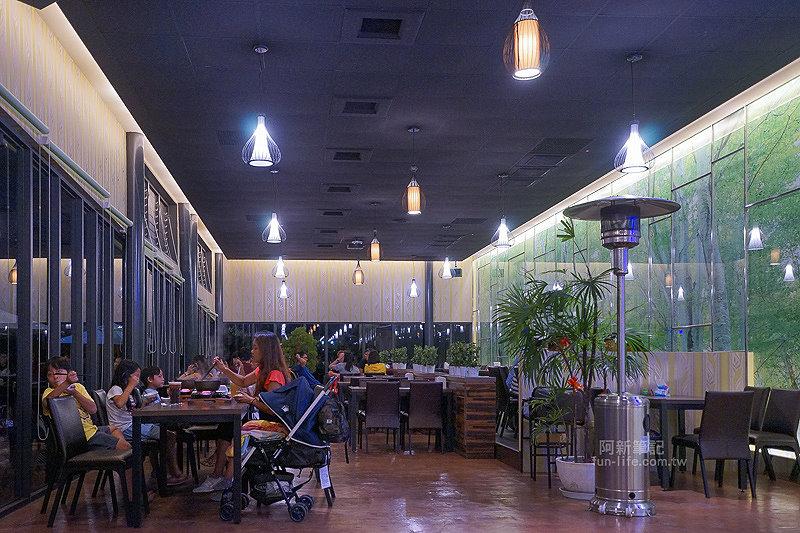 DSC03717 - 【熱血採訪】望景咖啡|台中夜景咖啡館,從夕陽看到夜景,室內、戶外座位多又寬廣,餐點多又豐富,推薦情侶、聯誼活動阿~