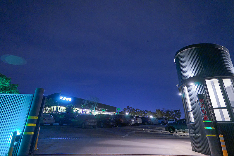 DSC03742 - 【熱血採訪】望景咖啡|台中夜景咖啡館,從夕陽看到夜景,室內、戶外座位多又寬廣,餐點多又豐富,推薦情侶、聯誼活動阿~