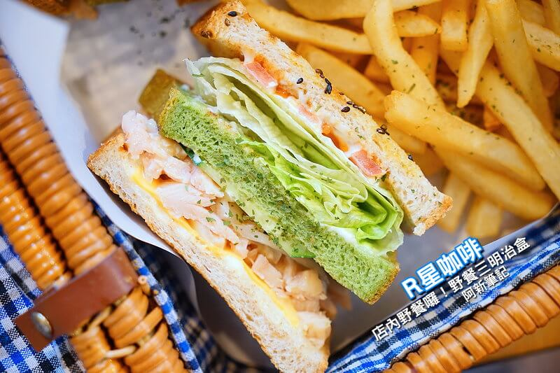 R星咖啡|台中西區咖啡館,貓與機器人的邂逅,激推野餐三明治盒,誰說戶外才能野餐?IG熱門打卡點登場。