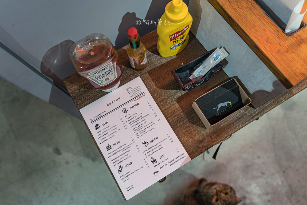 DSC08863 - 熱血採訪│台中這間餐酒館有夠隱密,特別的是連早午餐、甜點都有!BottleCat貓瓶子小酒館