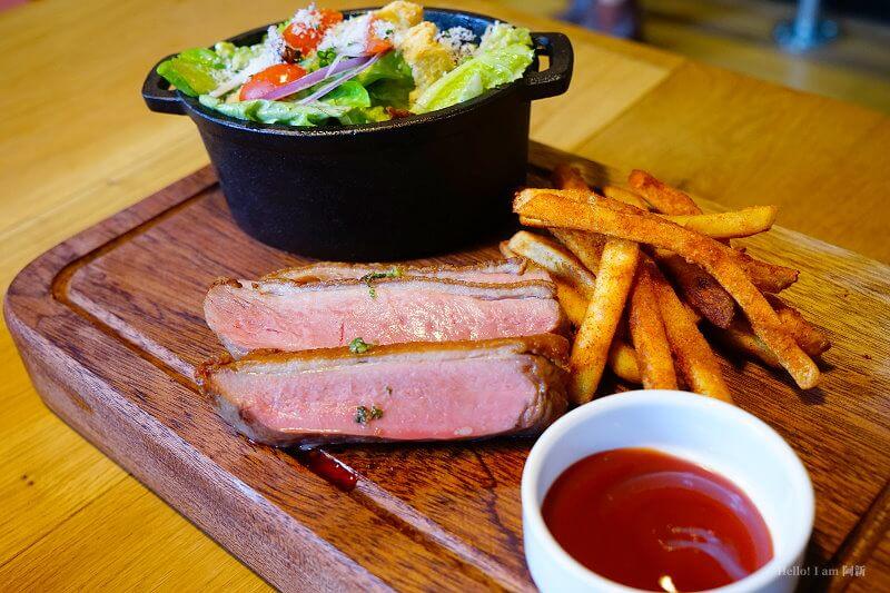 【熱血採訪】FORE restaurant|全台第一家原木燒烤牛排餐廳,全程炭火烹調,商業午餐千元有找,近美術園道。