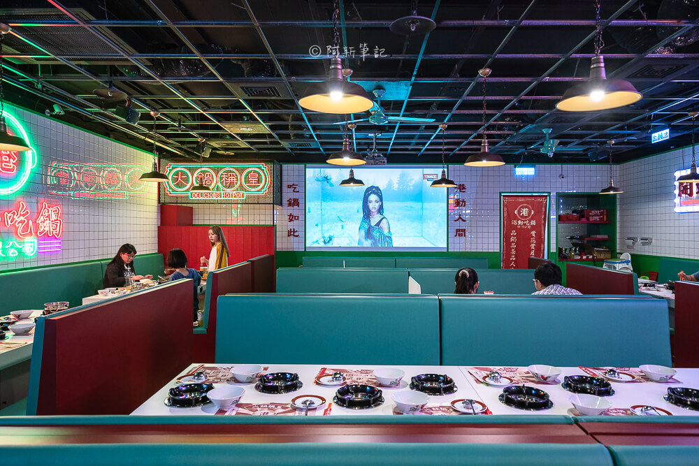 DSC01954 - 熱血採訪│港動吃鍋進軍老虎城,舊式復古香港味飄台中,第一次在茶餐廳吃鍋物,這裡太好拍