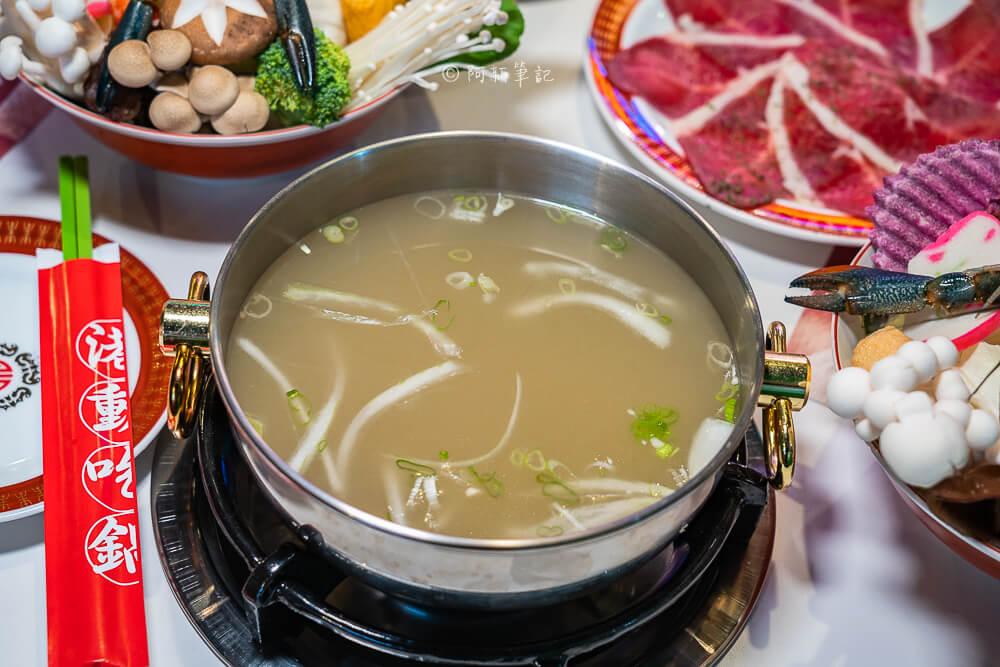 DSC01993 - 熱血採訪│港動吃鍋進軍老虎城,舊式復古香港味飄台中,第一次在茶餐廳吃鍋物,這裡太好拍