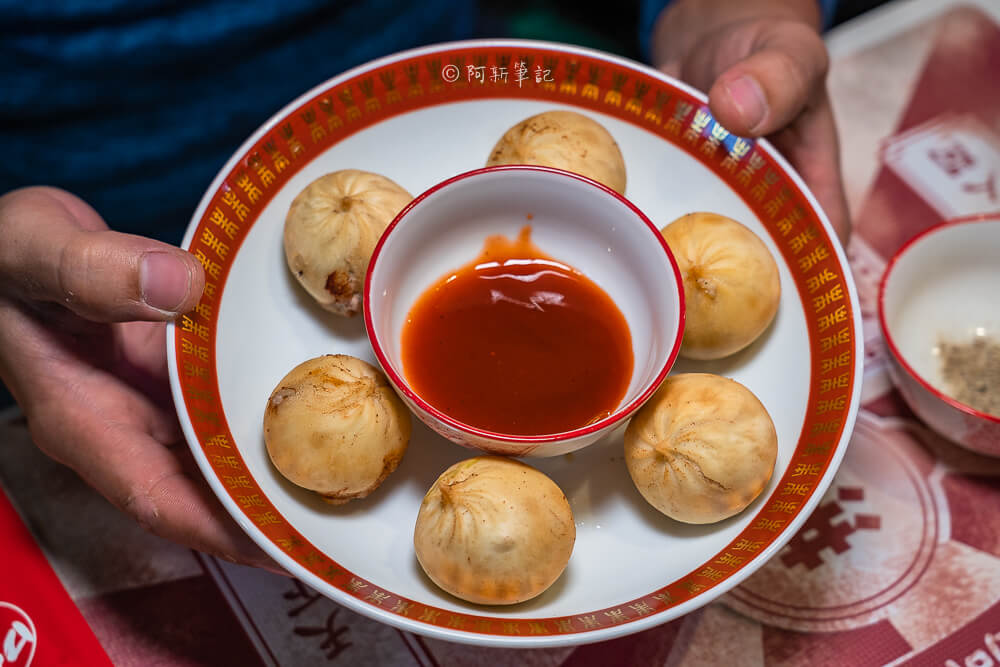 DSC02019 - 熱血採訪│港動吃鍋進軍老虎城,舊式復古香港味飄台中,第一次在茶餐廳吃鍋物,這裡太好拍
