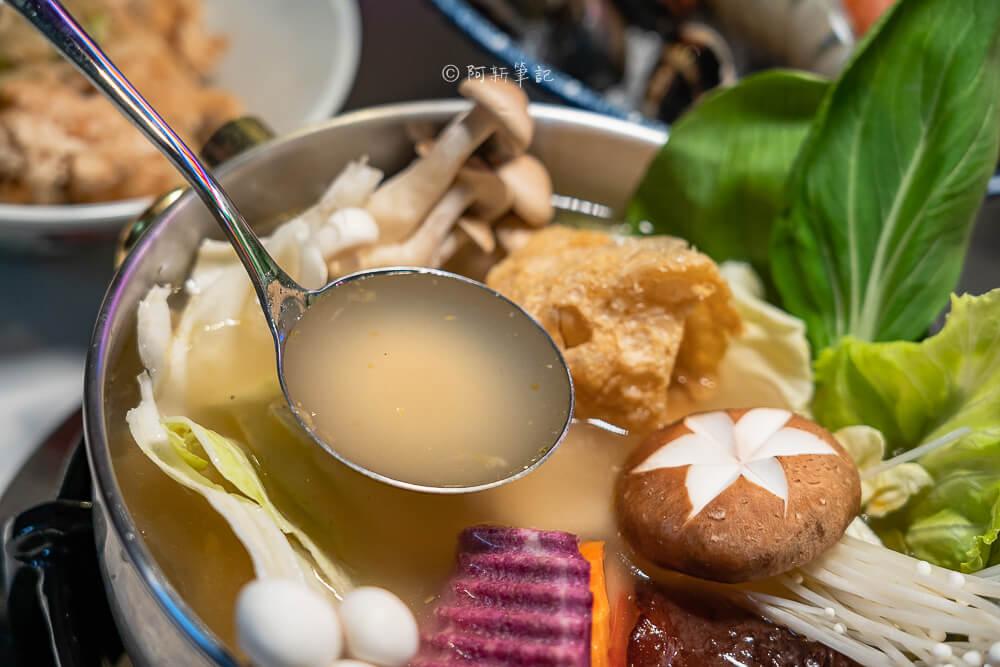 DSC02109 - 熱血採訪│港動吃鍋進軍老虎城,舊式復古香港味飄台中,第一次在茶餐廳吃鍋物,這裡太好拍
