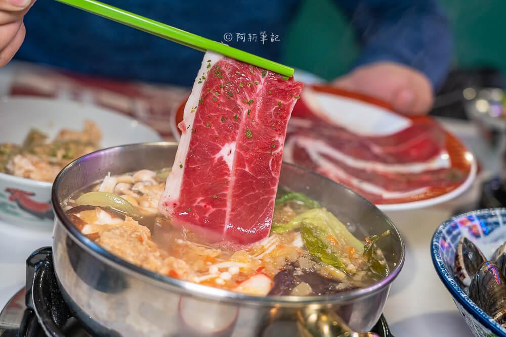 DSC02135 - 熱血採訪│港動吃鍋進軍老虎城,舊式復古香港味飄台中,第一次在茶餐廳吃鍋物,這裡太好拍