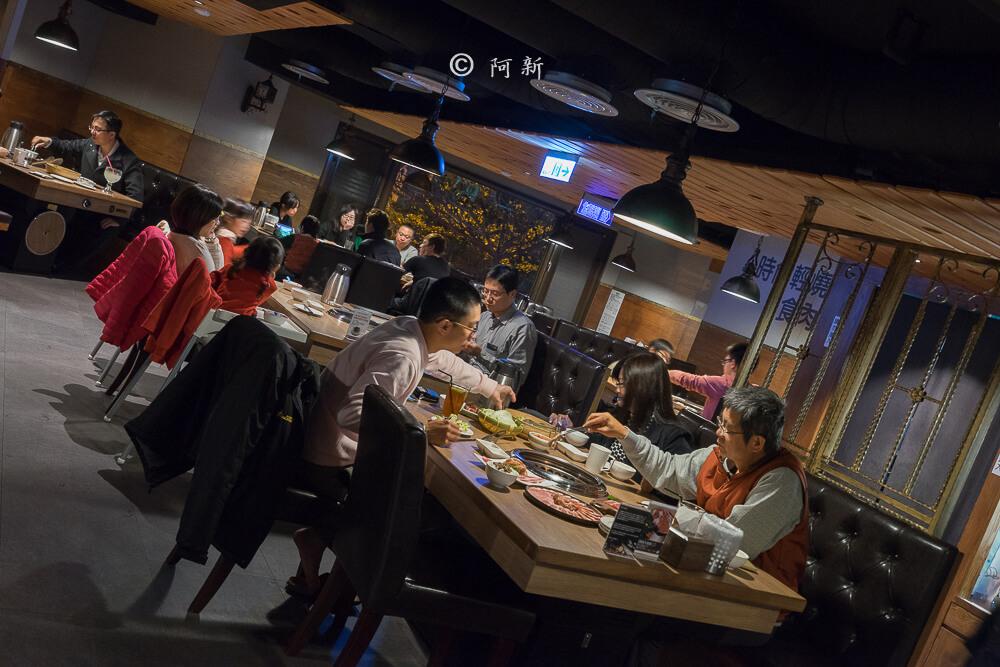 DSC03903 - 熱血採訪│雲火日式燒肉,整個牛肉盤份量好驚人啊!冒著白煙就很華麗,好適合約會慶祝!