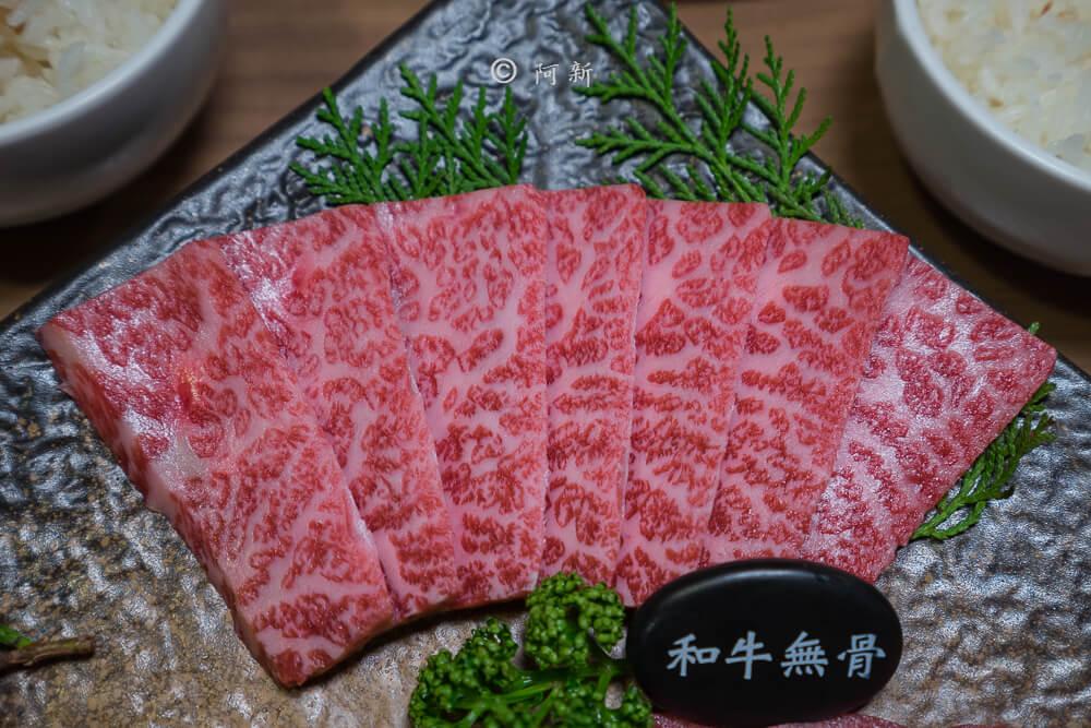 DSC03986 - 熱血採訪│雲火日式燒肉,整個牛肉盤份量好驚人啊!冒著白煙就很華麗,好適合約會慶祝!