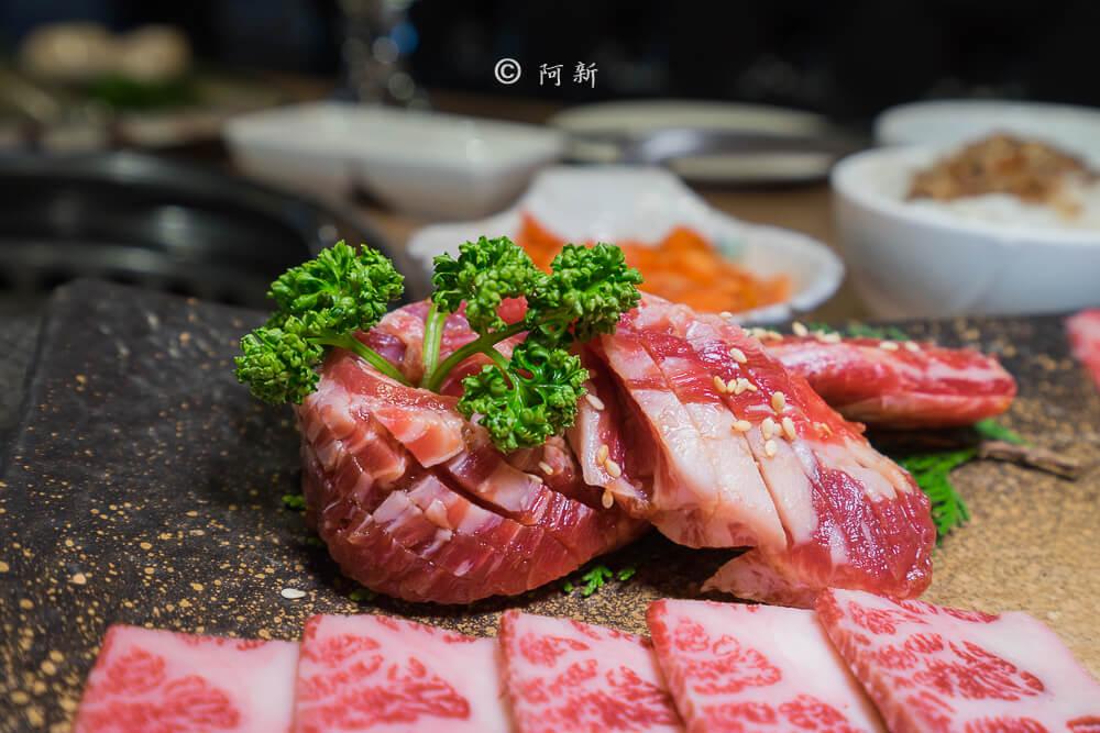 DSC03987 - 熱血採訪│雲火日式燒肉,整個牛肉盤份量好驚人啊!冒著白煙就很華麗,好適合約會慶祝!