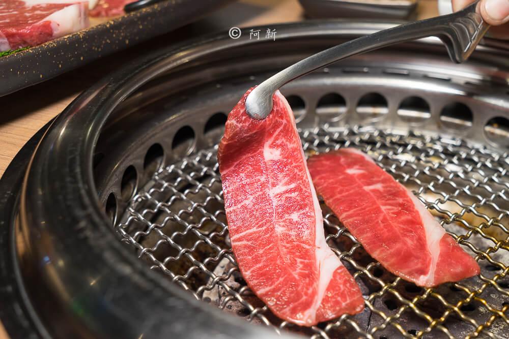 DSC04079 - 熱血採訪│雲火日式燒肉,整個牛肉盤份量好驚人啊!冒著白煙就很華麗,好適合約會慶祝!