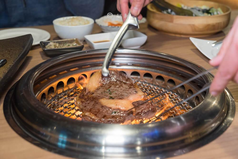 DSC04175 - 熱血採訪│雲火日式燒肉,整個牛肉盤份量好驚人啊!冒著白煙就很華麗,好適合約會慶祝!