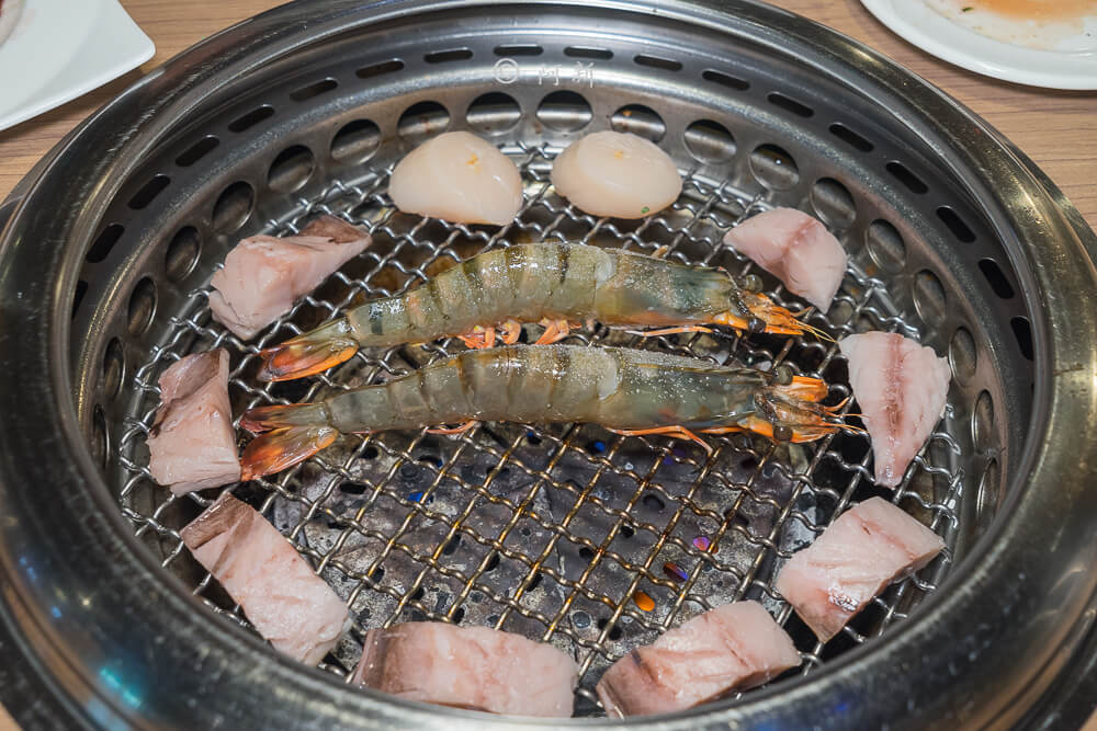 DSC04252 - 熱血採訪│雲火日式燒肉,整個牛肉盤份量好驚人啊!冒著白煙就很華麗,好適合約會慶祝!