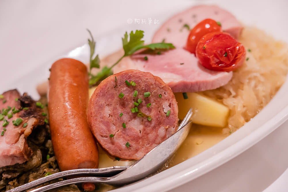 kornhauskeller,伯恩地窖餐廳,伯恩大盤料理,伯恩拼盤,瑞士必食,瑞士地窖餐廳,伯恩餐廳,伯恩美食,瑞士美食,瑞士旅遊,瑞士自由行