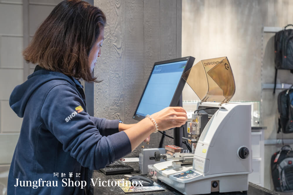 Jungfrau Shop Victorinox |瑞士Victorinox旗艦店,隱藏茵特拉肯的瑞士刀刻字服務!